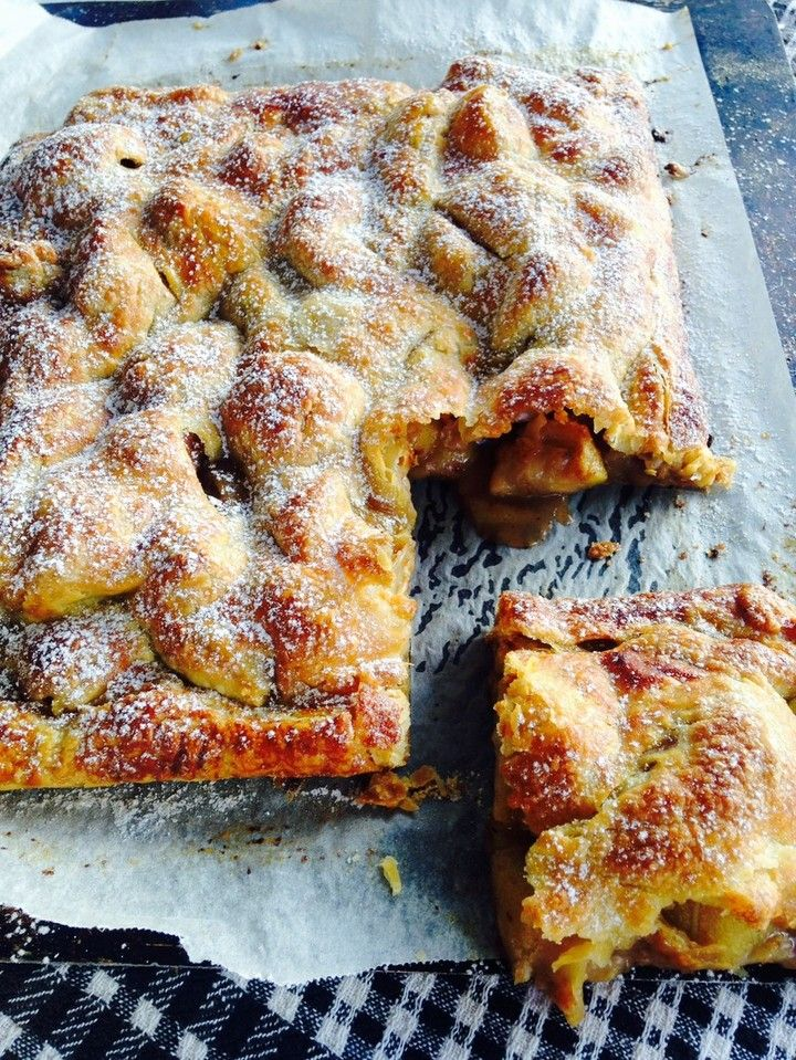 Feijoa and Apple Pie A classic fruit pie that only takes two sheets of pastry, some feijoas, apples and spices to produce a crispy, delicious tart that is perfect for any occasion.