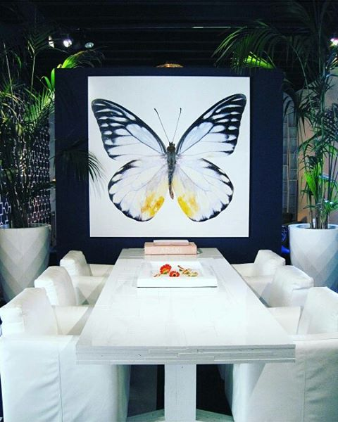Het Arsenaal | Jan des Bouvrie |  #dining #butterfly #white #inspiration #interior #interiordesign #jandesbouvrie #hetarsenaal #furniture #luxury #decorationideas #table #plants picture:@sw_interior