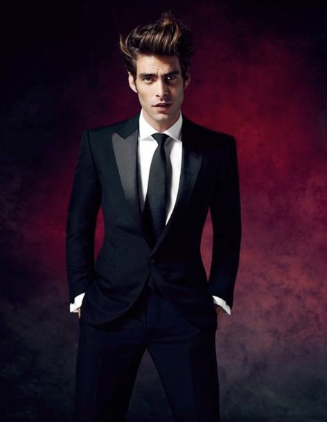 Damian Foxe – Photography Assignments Famous Male Models, Male Models Poses, Male Poses, Jon Kortajarena, Men's Fashion, Mens Fashion Suits, Fashion Black, Hardy Amies, Smoking
