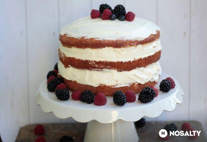 Naked cake erdei gyümölccsel és mascarponekrémmel