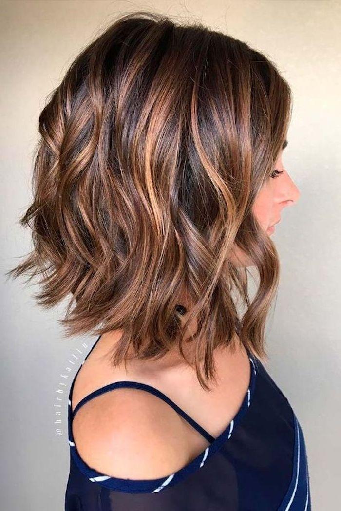 frisuren kurz, bob frisur, lockige braune haare, damenfrisur