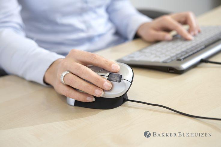 """Souris verticale ergonomique """"Grip Mouse """", au bureau, Bakker Elkhuizen, Boutique ergonomique, le spécialiste du siège ergonomique"""