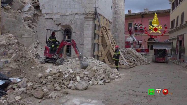 Vigili del Fuoco - Norcia - Cella campanaria Piazza San Benedetto - www....