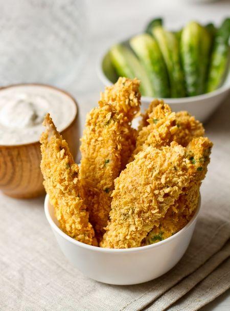 Предлагаю вам простой вариант для ужина буднего дня - палочки из куриного филе, запанированного в молотых кукурузных хлопьях. Прелесть этого блюда заключается в том, что оно не жарится на сковороде, а запекается в духовке, а значит, не содержит лишнего жира.Подавать такое филе лучше всего с макательным соусом на основе сметаны и/или сливочного сыра. В моем [...]