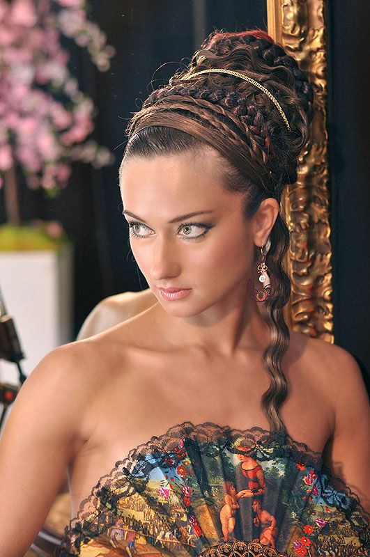 Beautiful evening hairstyle in Roman style - Haircuts pictures gallery