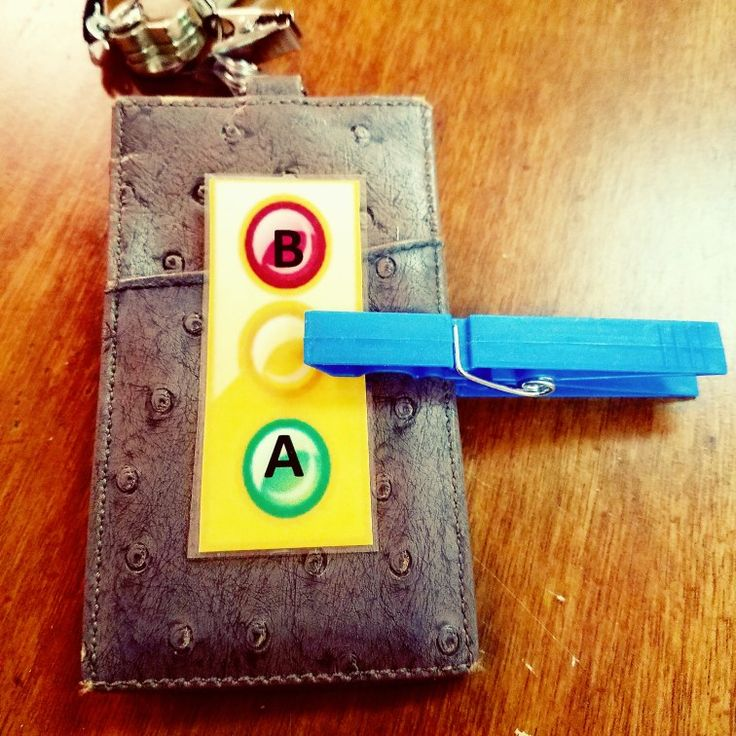 Stoplights for behavior on my lanyard and every student desk/table 🚦