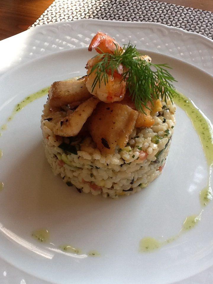 Insalata di riso bio con gamberi e trota salmonata