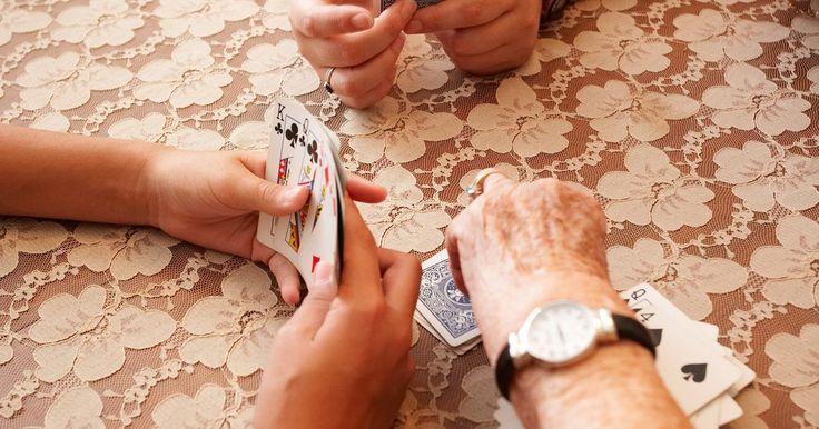 Ideas de juegos para recaudar fondos para las organizaciones de caridad. Las organizaciones benéficas sólo tienen algunos ingresos, una manera de ganar dinero es a través de la recaudación de fondos. La recaudación de fondos consiste en organizar fiestas, juegos y eventos donde las personas socializan mientras donan a buenas causas. Los eventos para recaudar fondos sirven como publicidad y educan al público sobre la ...