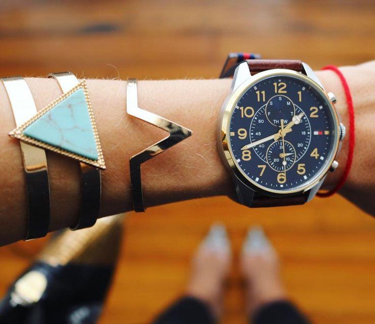 Zegarek Tommy Hilfiger  świetnie prezentuje się z inną biżuterią.  #tommyhilfiger #tommyhilfigerwatch #love #watch #young #free #butikiswiss
