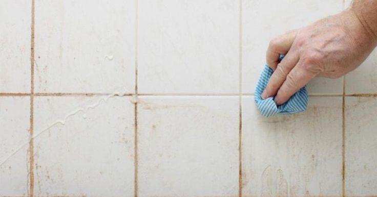 Enkla knepet för att rengöra duschen: Allt du behöver är två ingredienser som alla har hemma för att göra badrummet skinande rent.