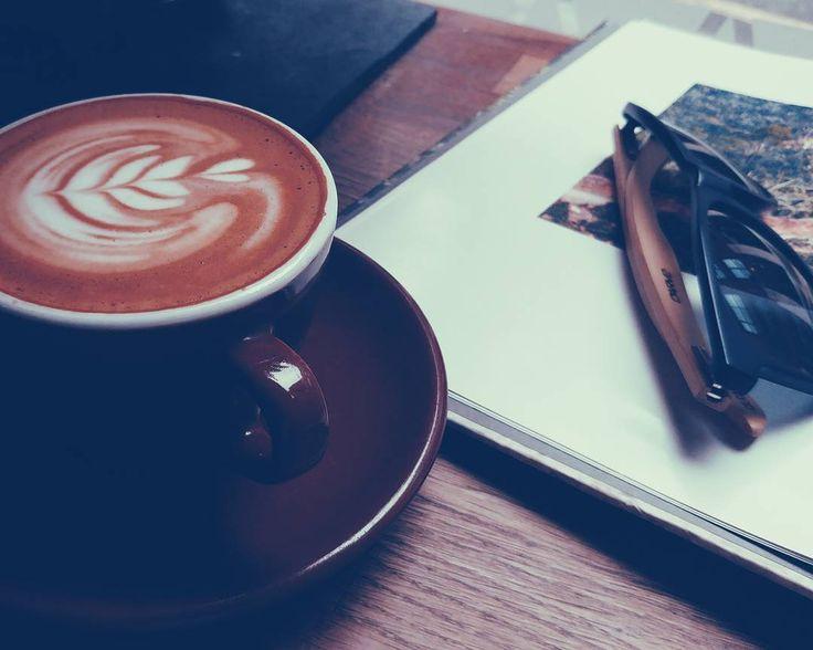 Banyakin buku juga geng! Supaya kopinya berisi.  #