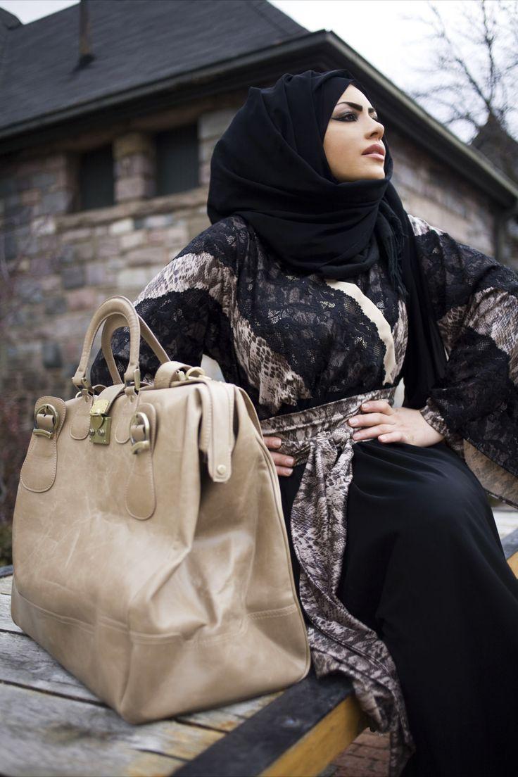 La Parisienne Abaya (By: Fawziah Al Marzouqi)