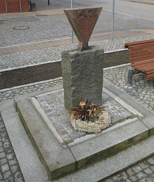 KZ-Mahnmal (auf dem Rathausplatz an der Ernst-Thälmann-Straße) in Putlitz in Brandenburg, Deutschland