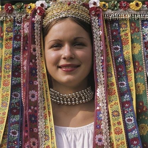 """Wedding hat (""""parta"""") from village Veľký Lom, region Novohrad (or sometimes Poiplie), Southern Central Slovakia."""