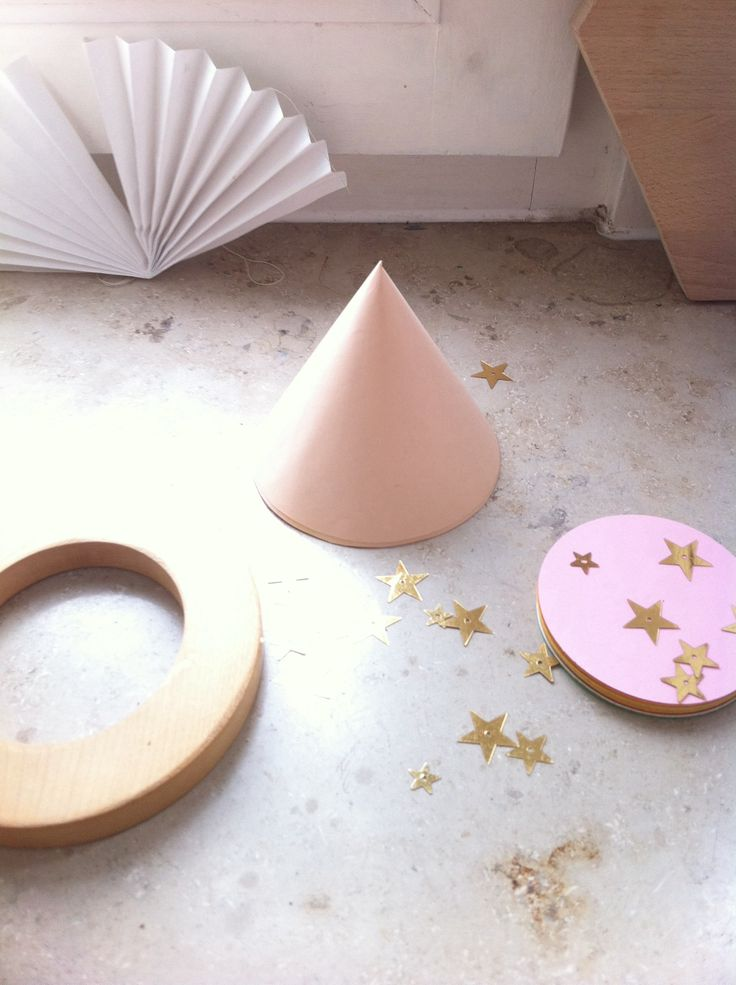 paper, wood and stars