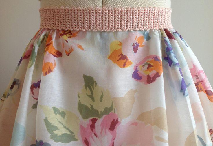 """Ceinture """"Fall in love"""" romantique crochetée à la main en coton et viscose coloris rose saumon : Ceinture par lumera"""