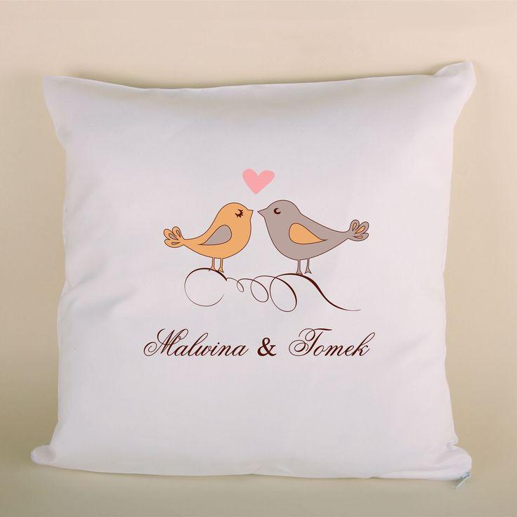 Poduszka ślubna z ptaszkami to doskonały prezent dla bliskiej osoby.