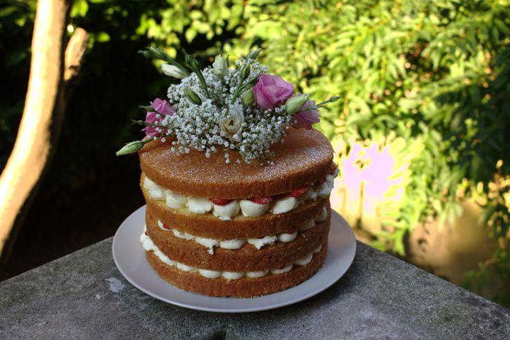 Naked Cake con fiori veri