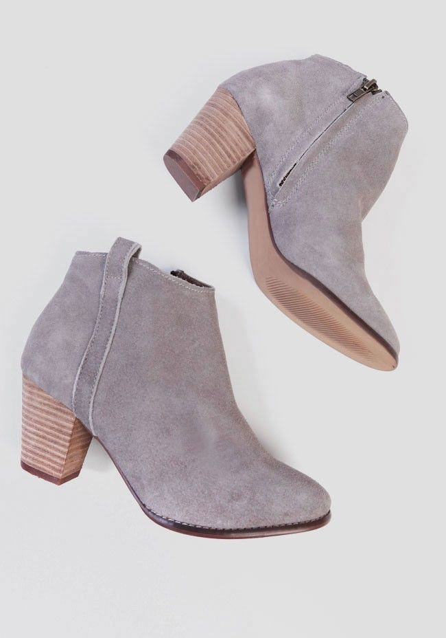 Beautifully crafted in luxuriously soft gray suede, these ankle boots feature a single strap detailing at the side and a stacked faux wood heel. Perfected with an inner zipper closure and pull ...
