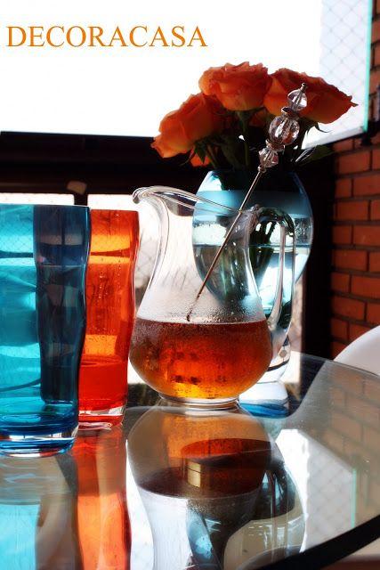 Para enfrentar os dias de calor com refrescância e estilo que tal esta combinação: chá de pêssego + água com gás. Pode usar chá industrializado e bastante gelo. Receita da Flávia Ferrari mostrada no DECORACASAS