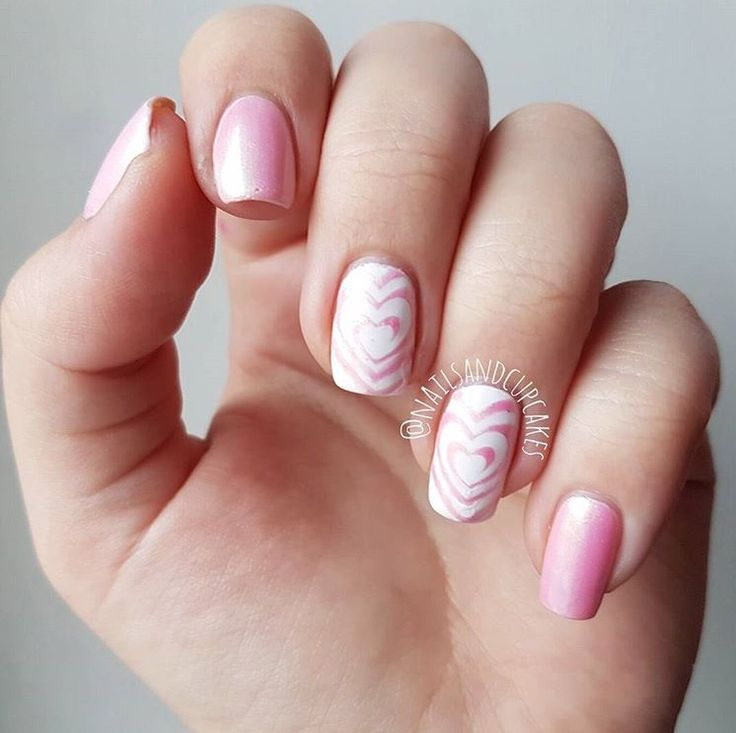 Love the up and coming nail artist @nailsandcupcakes! Sonja is one of our past Snail Sunday winners and we're so happy to be a part of her nail art! She's using our I Heart Swirls Nail Vinyls found at snailvinyls.com