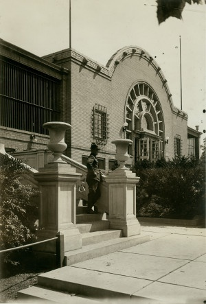 Man standing in front of the original St. Louis Zoo building.: Building Stl, Zoos Building, Photo