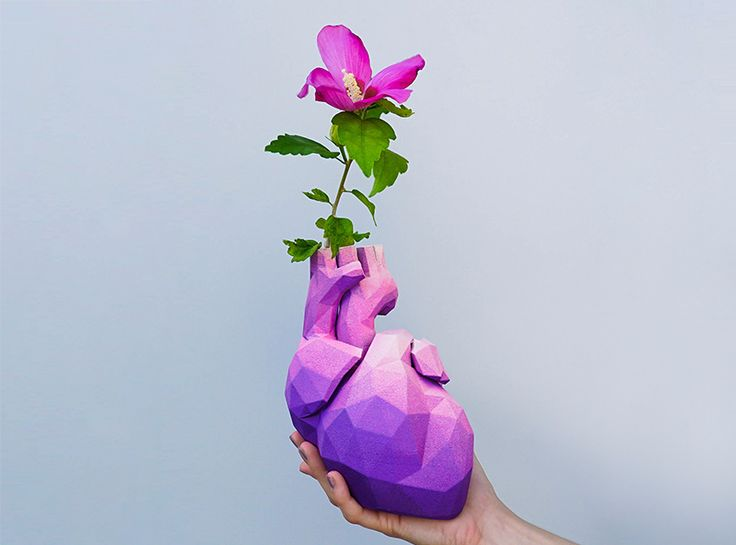 Lowpoly heart vase - a 3D model by VECTARY | VECTARY