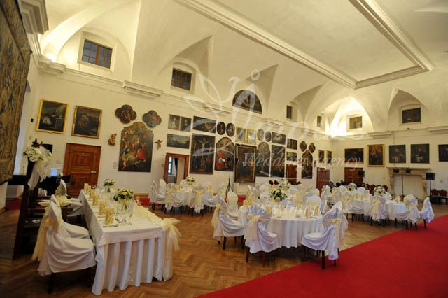 Bojnice castle wedding reception in white - round tables for up to120 guests, Bojnice castle, Slovakia