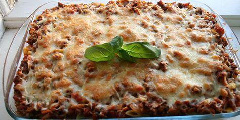 Pasta med kødsovs og ost i ovn