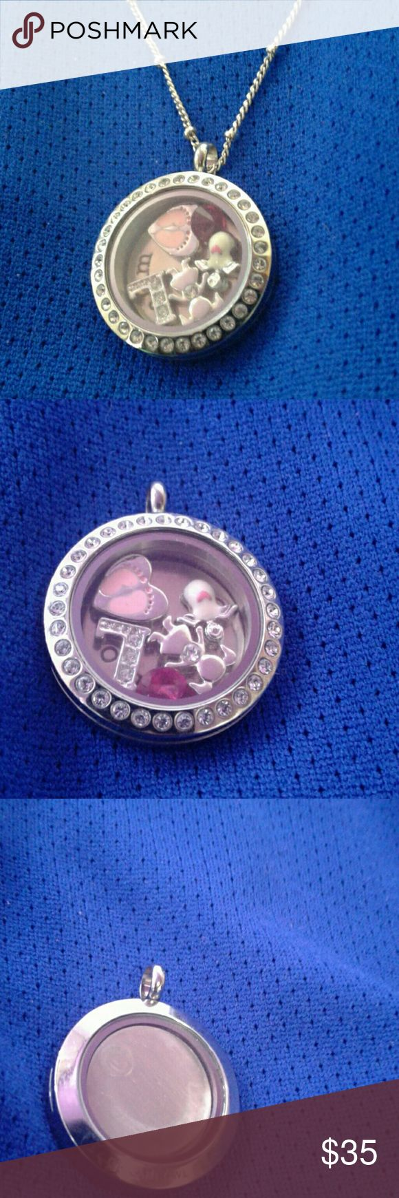 Origami Owl pendant Pendant only the necklace I will send but it wont latch Origami Owl Jewelry