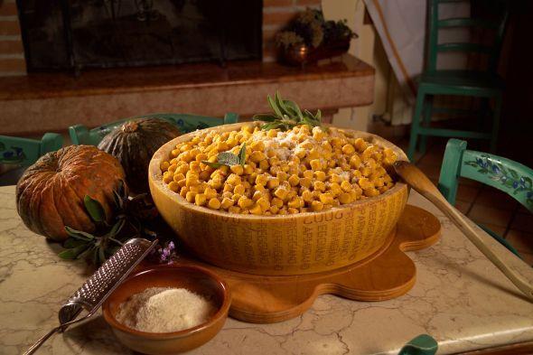 Parmigiano Reggiano and Pasta - Photo by www.parmigiano-reggiano.it
