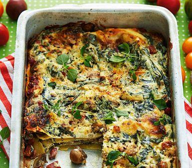F�rskost och f�rska pastaplattor �r en smart genv�g till snabbare lasagne. Fr�s svamp och goda gr�na bladgr�nsaker, blanda med kr�mig f�rskost, varva med lasagneplattor och skjuts in i ugnen!