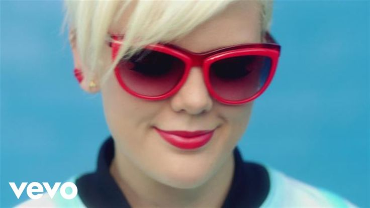 #BettyWho - Somebody Loves You  https://www.youtube.com/watch?v=nKxtHslq9S0