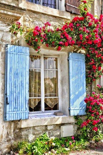 Fachadas de casas con rosas trepadoras