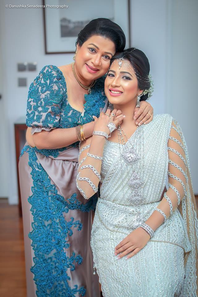 Pin By Rya Ehn On Lanka Weddings Asian Wedding Dress Sari Wedding Dresses Bridal Wedding Dresses