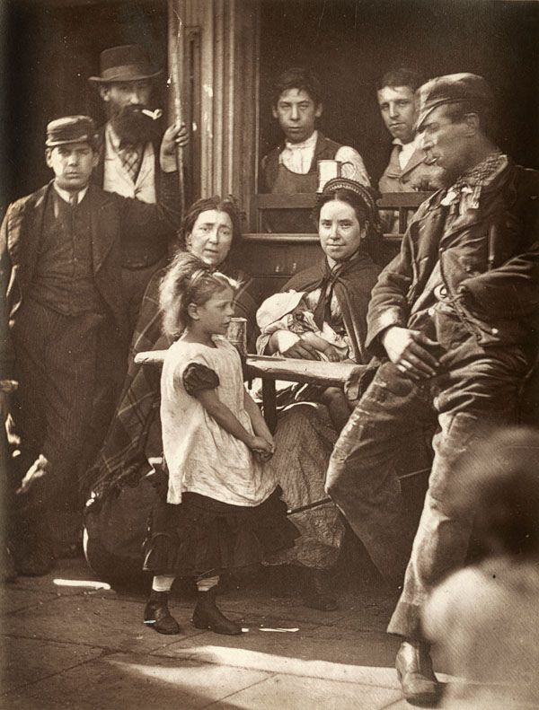 :::::::: Vintage Photograph ::::::::  Everyday life on the street in Victorian England.