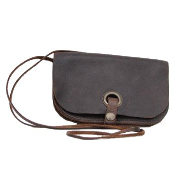 This Rosa Maseda wallet with a strap that can be disconnected. It also can be used as a small bag or clutch.