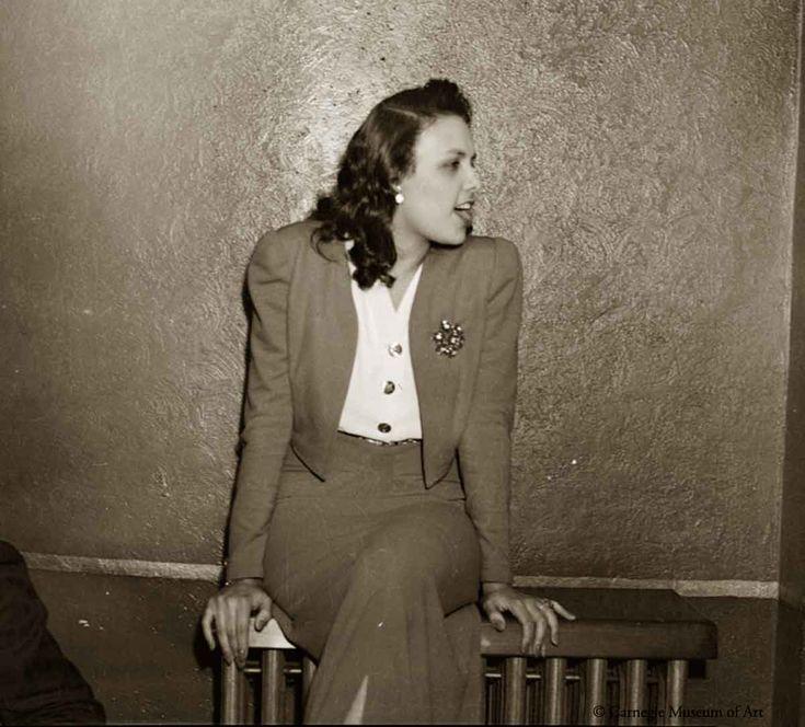 Lena Horne in 1941 - photo by Teenie Harris                                                                                                                                                                                 More