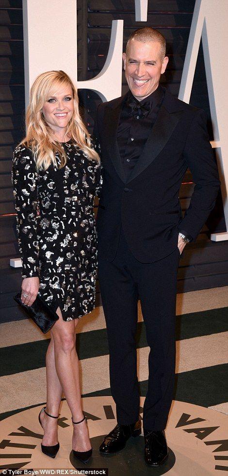 Jennifer Aniston leads glamour at Vanity Fair Oscars bash   Daily Mail Online