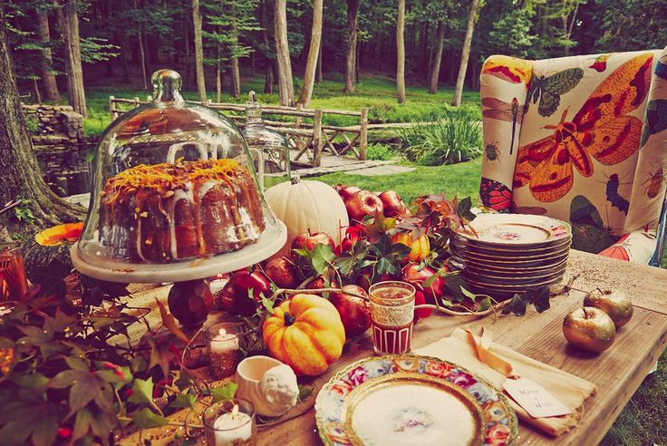 Table setting for an outdoor party or event featuring items from PRESERVE  #decor #inspiration #DIY #food #gardenparty #babyshower #fall