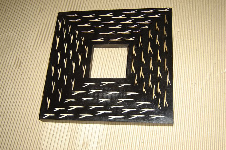 Planet handicraft we provide a 9 photos woodcarved photoframe,buy indian handicrafts online,USA,UK,India for those memory relievers, which not only makes it spacious and saves your room space, but allows showcasing different pictures in a single frame.