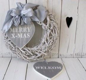 Mooie kerstkrans landelijke stijl | Tips: http://www.jouwwoonidee.nl/kerstkrans-maken/