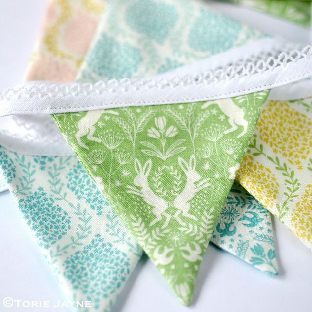 Mini Easter bunting tutorial with free downloadable pattern  using @elephantbag fabrics