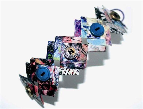 Bracciale della parure ZAG terzo classificato a Fashion In Paper I #gioiellidicarta #bijouxdicarta #gioielli #gioiellicontemporanei #paperjewels #contemporaryjewels #contemporaryart #jewels #madeinitaly #fattoinitalia #firenze #florence #design #jewellerydesigner