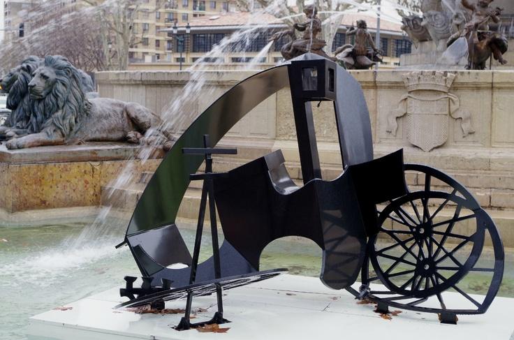 """Parcours d'art contemporain """"L'Art-à-l'endroit"""". Rachel Feinstein - Puritan's Delight    Une calèche démantibulée dans le bassin de la Rotonde"""