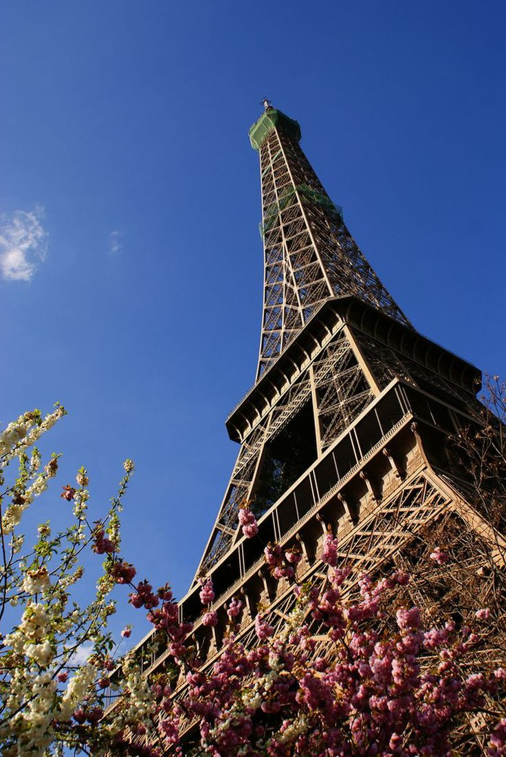In Pictures: The Amazing History of Paris' Eiffel Tower