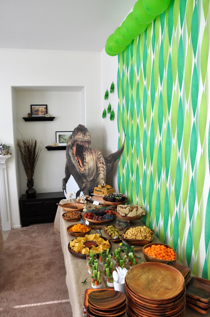 Austin's dinosaur party decorations / food table
