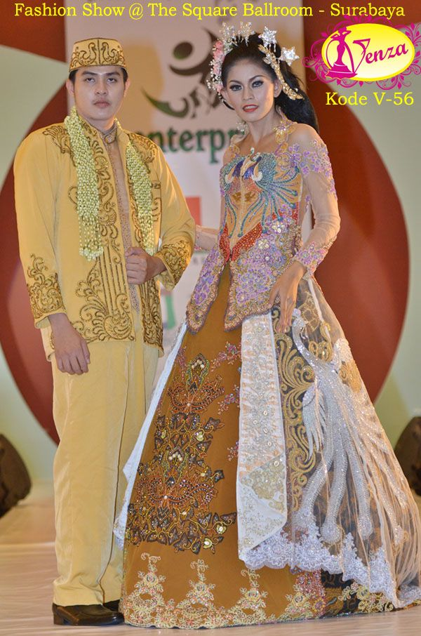 This is incredible! Great works by Venza Kebaya & Wedding Service http://www.bridestory.com/venza-kebaya-wedding-service/projects/kebaya-eksklusif-kode-v-56