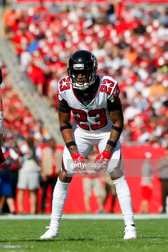 Robert Alford Of The Falcons Lines Up On The Line Of Scrimmage During Nfl Football Teams Nfl Players Lineup