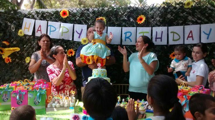 Cantando el cumpleaños